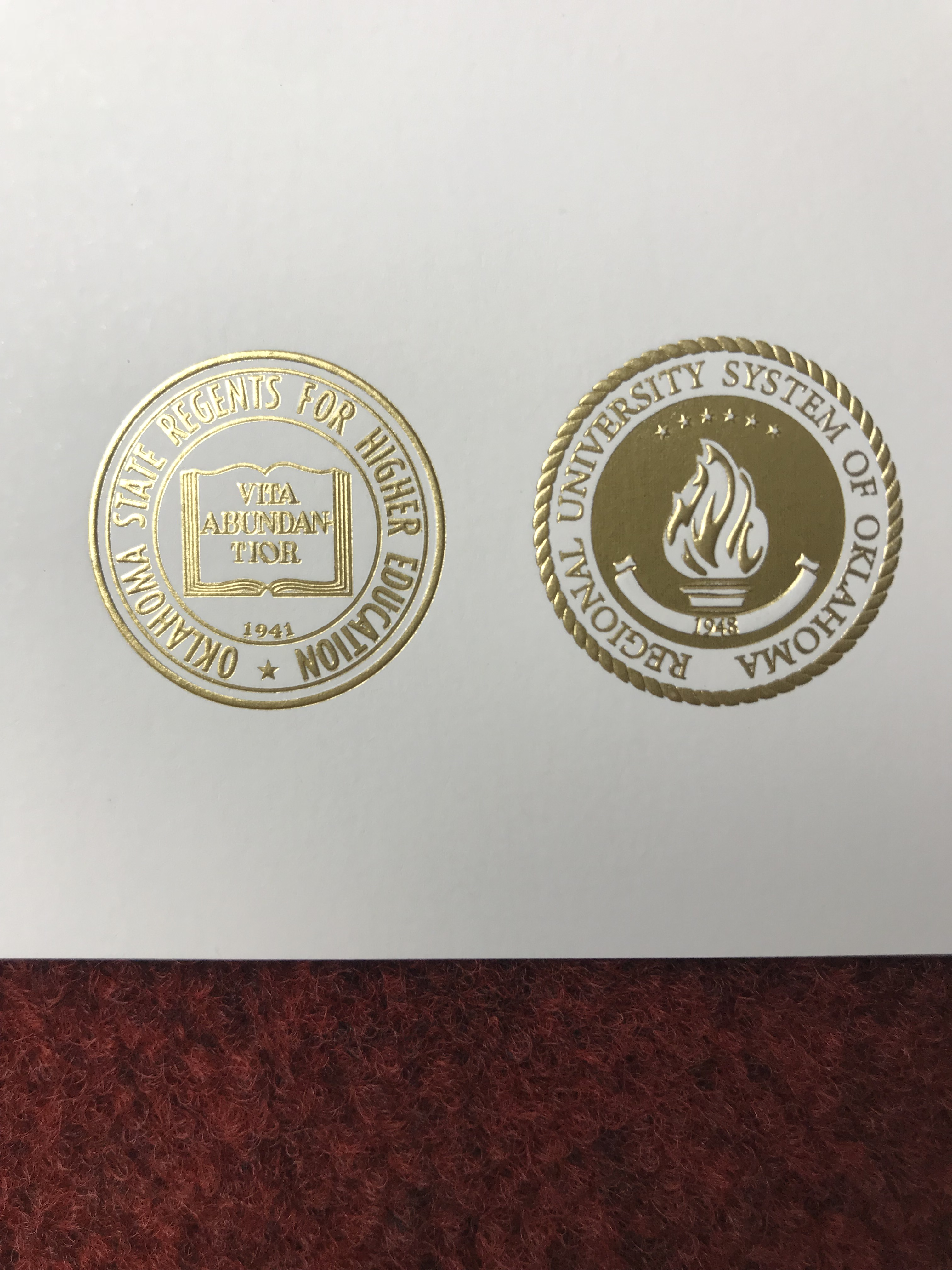 How does a real golden seal of University of Oklahoma(OU) dip